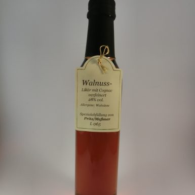 walnuss-likoer-mit-cognac-verfeinert